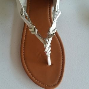 Just be white thong sandals size 9